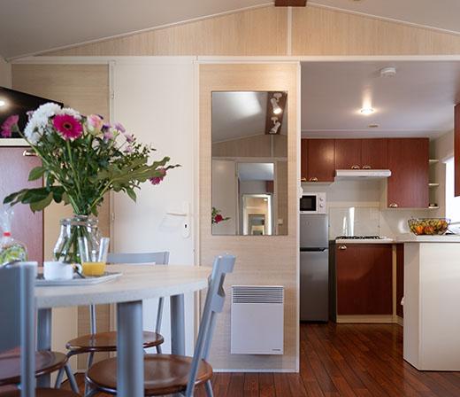 mobilhome-confort-salon-cuisine